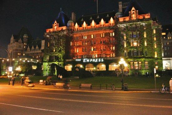 Inner Harbour: hotel Fairmont  Empress