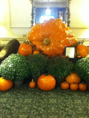 Hawthorne Hotel: Pumpkin in the lobby