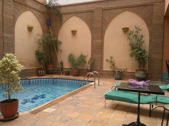 Amani Hôtel Appart: piscine et terrasse rez de chaussée
