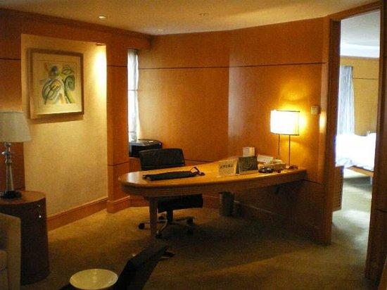 Makati Shangri-La Manila: Work Desk