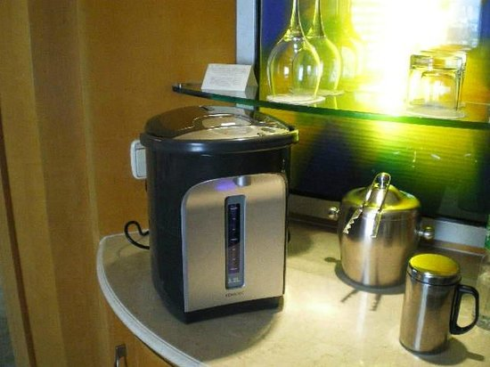 Makati Shangri-La Manila: Tea / Water Kettle