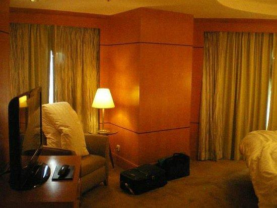 Makati Shangri-La Manila: Bedroom Curtains