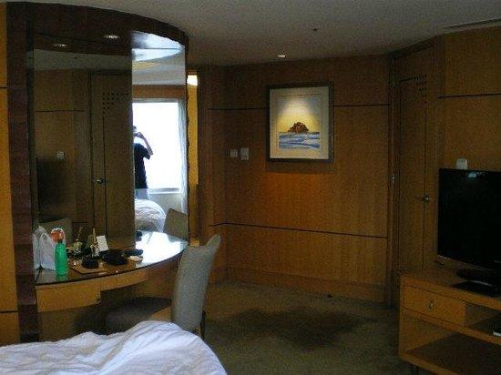 Makati Shangri-La Manila: Bedroom Dressing Table