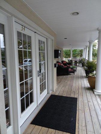 Canalside Inn: Front porch