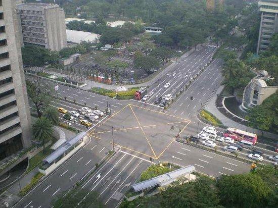 Makati Shangri-La Manila: Ayala Ave - Makati Ave view