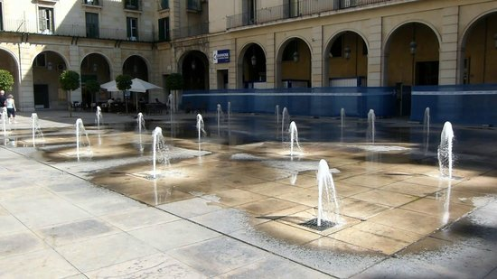 Alicante Town Hall: Water Feature in Town Hall Square
