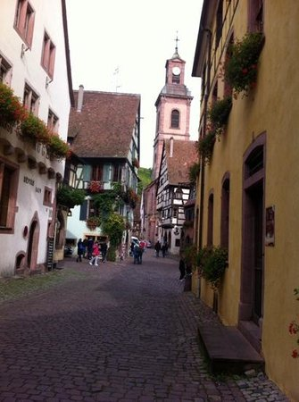 Hotel Quatorze: charming street in colmar