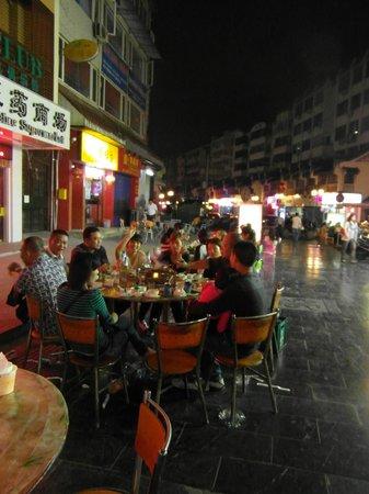 Sapphire Hotel: mercato notturno