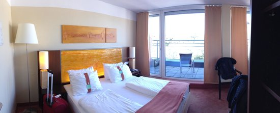 Holiday Inn Salzburg City: room with great windows.