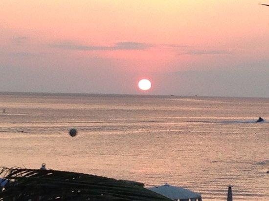 Kata Beach Resort and Spa: Красивый закат