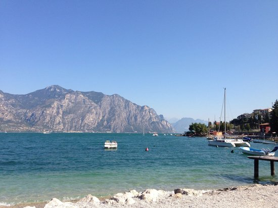 Hotel Castello Lake Front: View from the beach