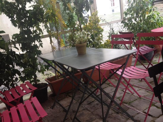 Comme a la Maison : Outdoor covered seating