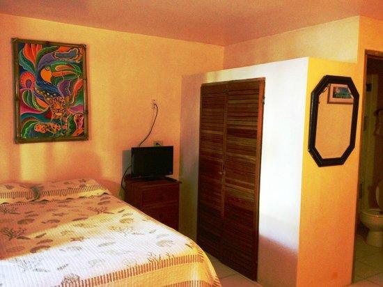 Corona del Mar Hotel & Apartments: room