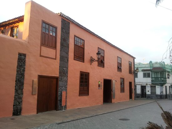 Hotel La Quinta Roja: La Qunita Roja view from square