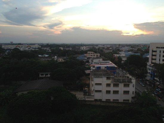 Lampang Wiengthong Hotel: Lampang town
