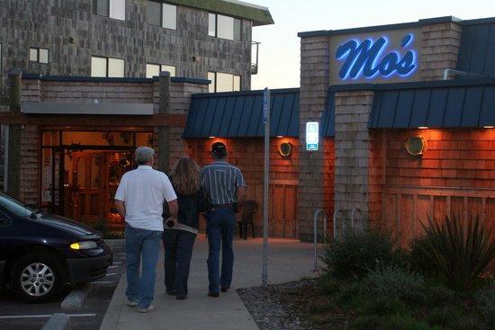 Mo S Restaurant Cannon Beach At Tolovana Park