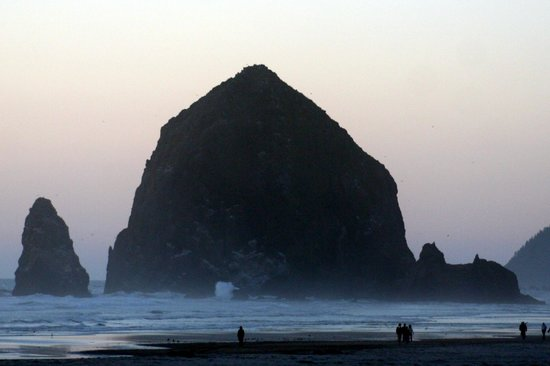 Mo's Restaurant: View from Mo's-Haystack Rock