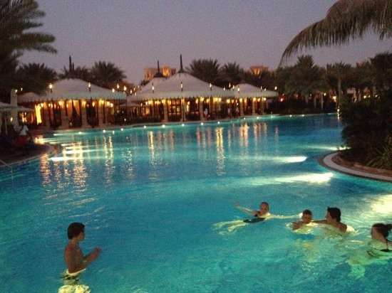 Jumeirah Al Qasr at Madinat Jumeirah : Pool in the evening