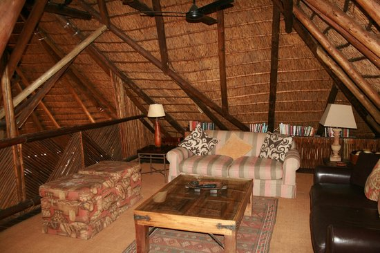 Itaga Luxury Private Game Lodge: TV Area