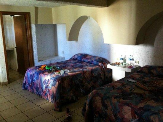 Motel Guluarte : Twin room w/ private bathroom