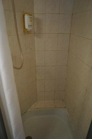 Hotel Douglas Paris : IMini Dusche mit Dreck in allen Ecken