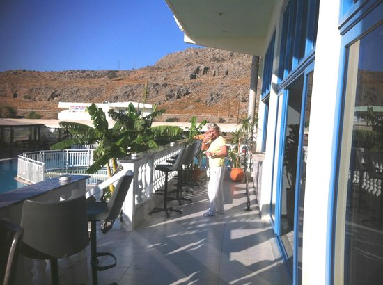 Hotel Kamari Beach: Terasse