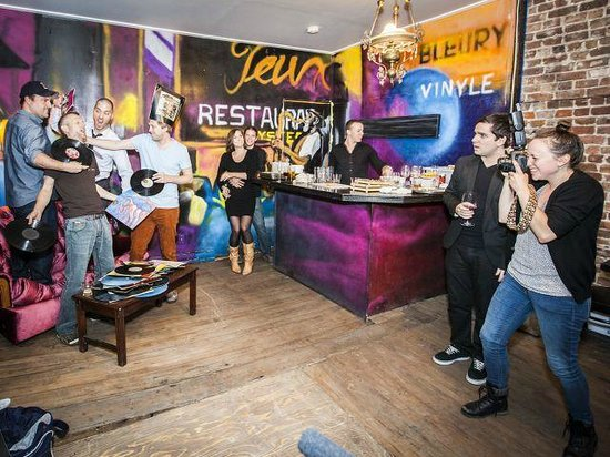 Le Bleury bar a vinyle
