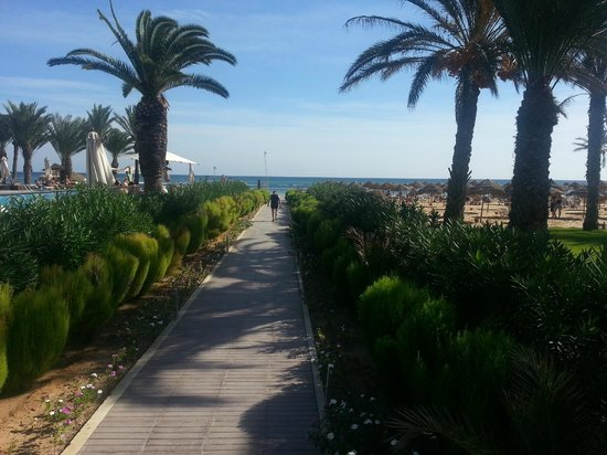 SENSIMAR Scheherazade: Path to the beach with pool area to the left