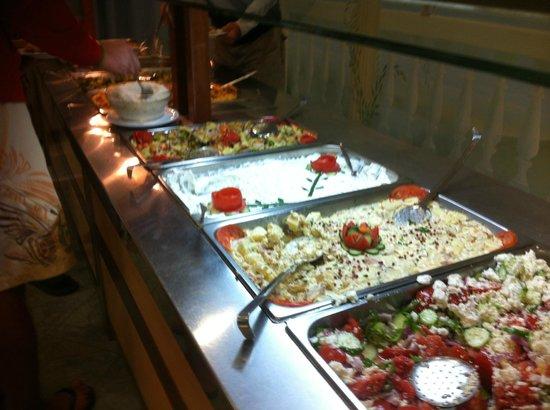 Hotel Kamari Beach: immer fein dekoriertes Buffet