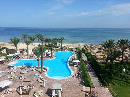 Scheherazade Hotel Sousse: Pool area and sea view from room 802