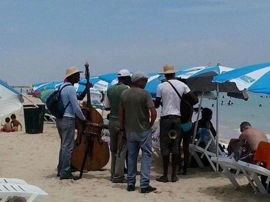 Playas del Este : Playa Santa Maria Del Mar - Musical Entertainment