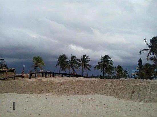 Playas del Este : Playa Santa Maria Del Mar - walkway and sand dune work