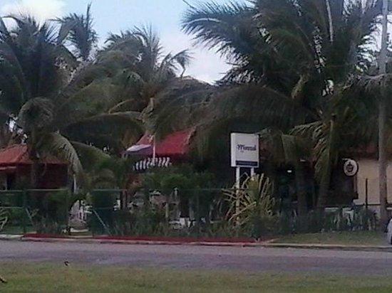 Playas del Este : Playa Santa Maria Del Mar - Park area & restaurants