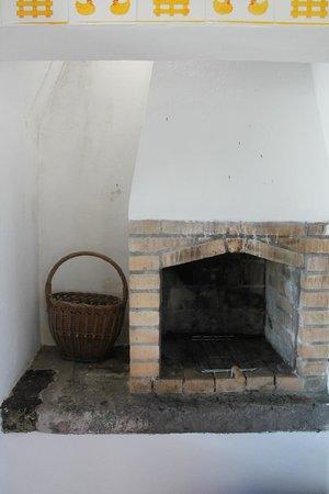 Quinta de Sao Pedro: kitchen in the old house