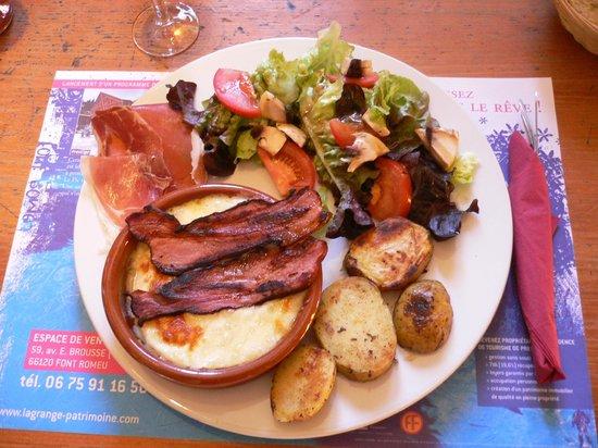 Cafe L'ermitage : Le fameux camembert roti !!