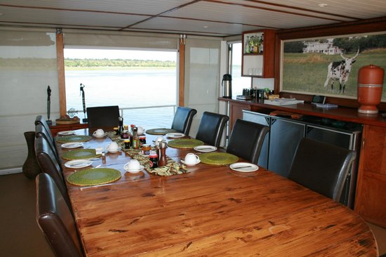 Pangolin Voyager Houseboat: Main dining area
