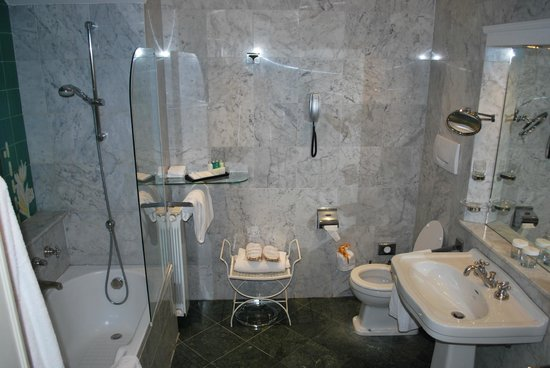 Grand Hotel Villa Medici: Bathroom