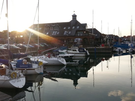 Boathouse Hotel: View of hotel from Marina