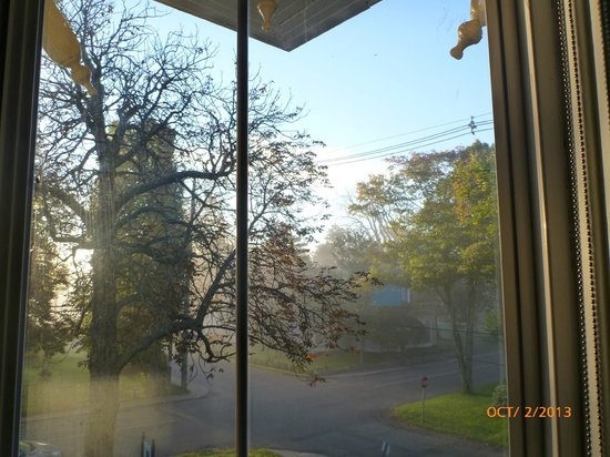 Summerside Inn Bed and Breakfast: Foggy morning in Summerside - view from room