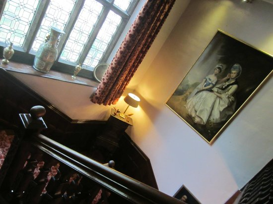 Lewtrenchard Manor : Staircase