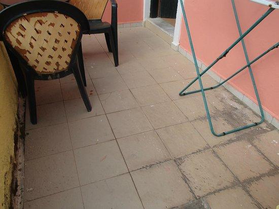 Corfu Residence Aparthotel: der Eingangsbereich zum Zimmer/Terasse