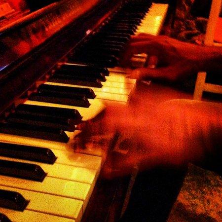 Bartatas Restaurante e Chopperia: Música da boa