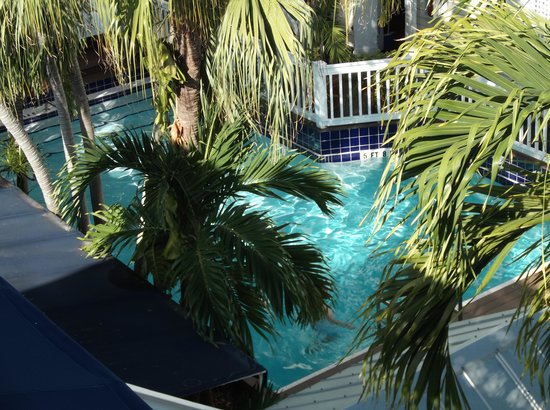La Te Da Hotel : The pool from the roof top decking