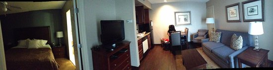 Homewood Suites by Hilton Hartford/Windsor Locks: A glimpse of the rooms.
