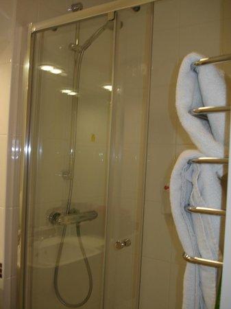 Premier Inn London Blackfriars (Fleet Street) Hotel: Shower