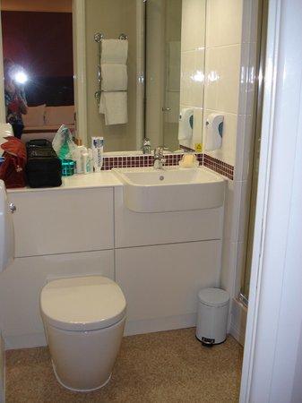 Premier Inn London Blackfriars (Fleet Street) Hotel: Bathroom