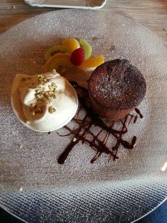 Ristorante Il Goccino: Tortino caldo al cioccolato cin gelato al pistacchio
