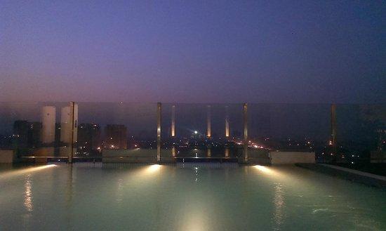 Hilton Garden Inn Gurgaon Baani Square India: Swimming Pool