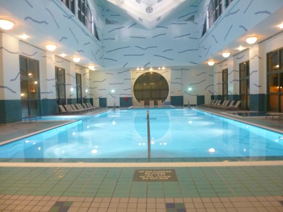 Piscine picture of disney 39 s hotel new york chessy for Piscine new york