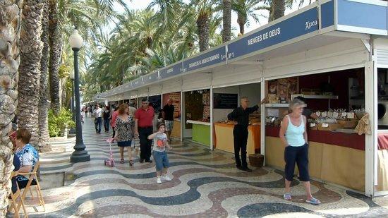 Explanada de España: Kiosks Shops